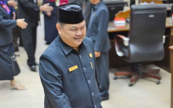 Ketua DPRD Barito Utara, Set Enus Y Mebas seusai rapat paripurna