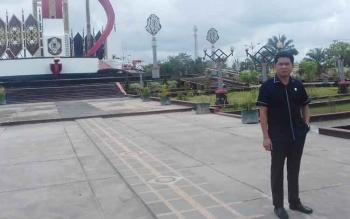 Ketua DPRD Kotim, Jhon Krisli saat mengecek kawasan bundaran Balanga, Jalan Jenderal Sudirman Km 3,5 Sampit.
