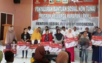 Penyaluran PKH non tunai di Dinsos Kotim, Rabu (30/8/2017).