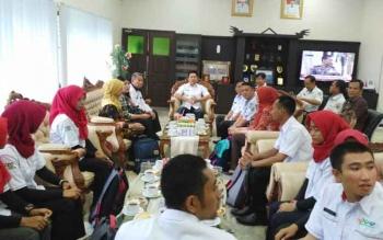 Bupati Barito Utara, Nadalsyah bersama Sekda Jainal Abidin serta kepala dinas Kesehatan H Robansyah saat menerima kunjungan Tim Nusantara Sehat