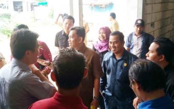 Anggota DPRD Kotim dari Dapil II memantau pelaksanaan pembangunan rumah jabatan bupati.