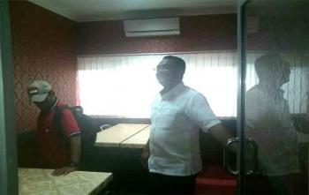 Ketua DPRD Kota Palangka Raya, Sigit K Yunianto saat mengecek ruang pers