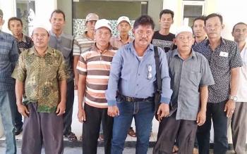Belasan anggota Asosiasi Marati Batu mendatangi kantor Bupati Kobar dan bertemu dengan Wakil Bupati untuk melakukan audiensi terkait persoalan pemenuhan kebutuhan kayu di Kobar.