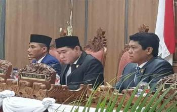 Ketua DPRD Kotim (tengah) saat memimpin rapat paripurna