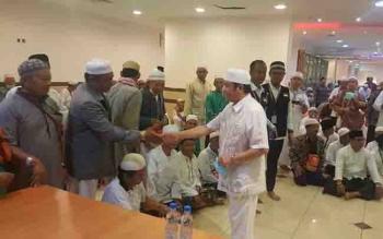 Pengusaha nasional asal Pangkalan Bun, H Abdul Rasyid AS menyapa jamaah haji asal Kalteng di Tanah Suci Makkah.
