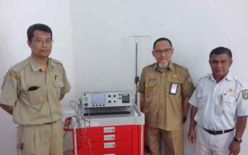 Direktur Rumah Sakit dr Murjani Sampit dr Denny Muda Pradana (tengah) saat bersama dokter kejiwaan dr Dwi Harjo Suyaanto dan kepala ruang kejiwaan, Ahmad Yani.
