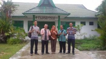 Kepala Dinas Kesehatan Barito Utara Robansyah saat mengunjugi Puskesmas Tumpung Laung, beberapa waktu lalu.