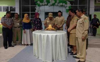 Bupati Sumamara, Ahmad Dirman meresmikan gedung Poliklinik Terpadu RSUD Sukamara.