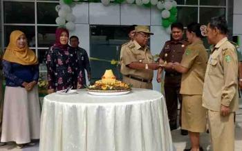 Bupati Sukamara Ahmad Dirman, saat meresmikan Poliklinik Terpadu RSUD.