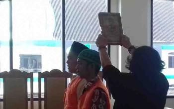 Dua terdakwa curanmor dalam persidangan di Pengadilan Negeri Sampit.