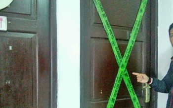 Pintu ruang Yansen Binti di KONI Kalteng dipasang garis polisi