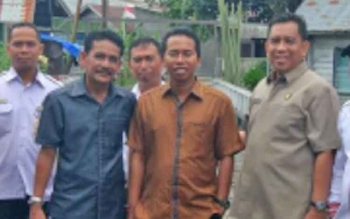 Ketua DPD Golkar Kotim, H Supriadi (kanan) saat bersama anggota DPRD Kotim yang lain