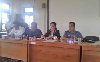 Anggota Komisi A DPRD Kota Palangka Raya, Riduanto (kanan) bersama anggota dewan lain saat melakukan reses ke daerah pemilihannya