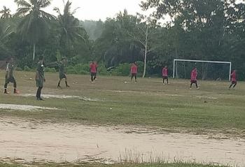 Tim Palapa bertanding melawan Tewah FC pada PSSI Cup 2017 di Lapangan Isen Mulang, Kuala Kurun, Kamis (7/9/2017) sore.