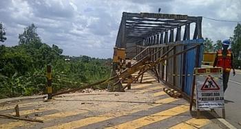 Jembatan Pulau Telo, di Kecamatan Selat Kota Kuala Kapua