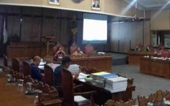 Rapat pembahasan APBD Perubahan 2017 antara Komisi I DPRD Kotim dan mitra kerja.