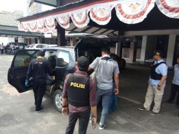 Tim Mabes Polri Geledah Ruang Kerja Yansen Binti di KONI Kalteng