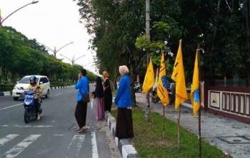 Para aktivis dari PMII Palangka Raya turun ke jalan untuk menggalang dana, Kamis (7/9/2017