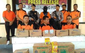Kapolres Pulang Pisau AKBP Dedy Sumarsono memimpin press release pengungkapan kasus pencurian di PT IAP.