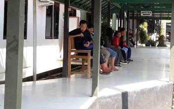 Masyarakat saat berobat di pelayanan kesehatan Murung Raya.