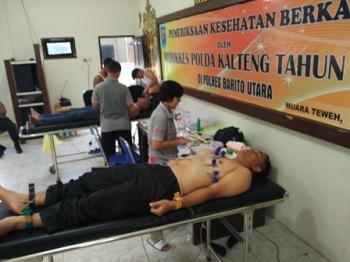 Anggota Polres Barito Utara saat menjalani pemeriksaan kesehatan berkala di Aula Anggrawina Jagratara, Jumat (8/9/2017).