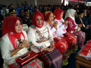 Anggota DPRD Kabupaten Barito Utara, Jamilah, Rosi Wahyuni, Leni Marlina, Rujanna Anggraini, dan Henny Roesgiaty Rusli, saat menghadiri HUT kemerdekaan Indonesia, beberapa waktu lalu.