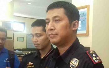 Kepala Bea Cukai Sampit, Hartono, menjelaskan pengungkapan penyelundupan rotan asal Sampit di Kepulauan Riau.