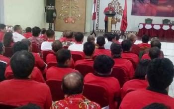 Bupati Gumas yang juga ketua DPC PDIP Gumas Arton S Dohong ketika menyampaikan sambutan saat pembukaan Rakercap DPC PDIP Gunung Mas di GPU Tampung Penyang Kuala Kurun, Minggu (10/9/2017).