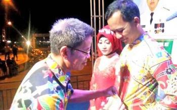 Penyematan tanda peserta audisi dangdut ekspo Balakar 545
