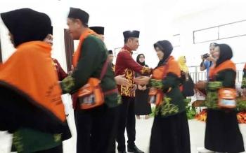 Jamaah Haji Kotim Saat Diberangkatkan dan dilepas oleh Bupati Kotim Supian Hadi, Pada 13 Agustus lalu