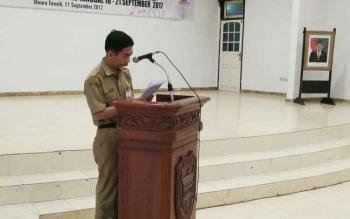 Ketua Lembaga Pengembangan Pesparawi Kabupaten Barito Utara Langkap Umar saat menyampaikan sambutan pada acara pelepasan kontingen, Senin (11/9/2017).