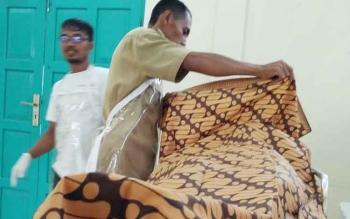 Jasad korbsn tewas saat hendak dimandikan di kamar jenazah RSUD Dr Murjani Sampit, Senin (11/9/2017)