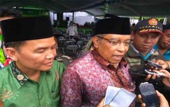 Ketua Pengurus Besar Nahdlatul Ulama (PBNU) KH Said Aqil Siradj memberikan keterangan kepada wartawan