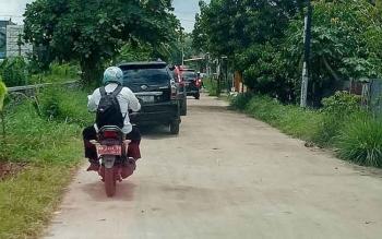 Jalan di Kelurahan Palangka yang masih dikeluhkan warga.