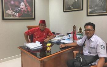 Anggota DPR RI Rahmat Nasution Hamka (kiri) bersama Ketua PWI Kotim Andri Rizki Agustian (Kanan)