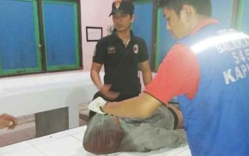AJ Saat Dievakuasi Di Kamar Mayat RSUD Kapuas
