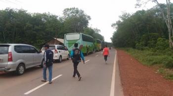 Rombongan kontingen Pesparawi Kabupaten Gunung Mas berangkat ke Kabupaten Lamandau dengan menggunakan empat bus dan sejumlah mobil, Kamis (14/9/2017).