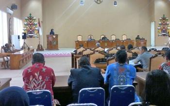 Juru bicara anggota DPRD Kabupaten Katingan, I Realita, saat menyampaikan laporan mengenai hasil kunjungan ke daerah pada reses saat Rapat Paripurna, Kamis (14/9/2017).