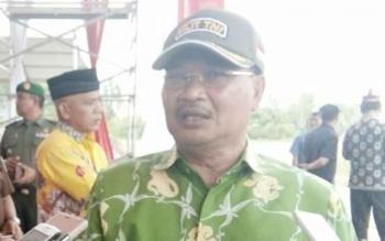 Bupati Lamandau, Marukan, saat dimintai keterangan saat memantau persiapan Pesparawi di Stadion Hinang Golloa, Kamis (14/9/2017).