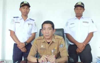 Kepala Dinas Perhubungan Kabupaten Seruyan, Tuhas Banderang (tengah).