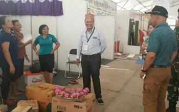 Tampak Bupati didanpingi ketua DPRD dan Pabung saat memantau persiapan stand untuk Lamandau Expo, Jumat (15/9/2017)