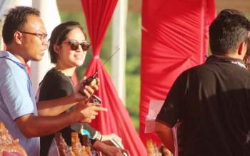 Tampak Gracia Indri terlihat di sekitar Arena Stadion Hinang Golloa, Nanga Bulik, Lamandau, saat akan mengikuti kegiatan Gladi Bersih Pembukaan Pesparawi, Jumat (15/9/2017).