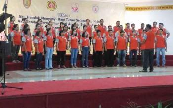 Kontingen Kabupaten Gumas saat melakukan uji coba pentas di GPU Lantang Torang, Jumat (15/9/2017) sore.