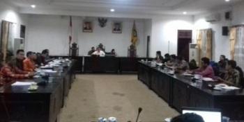 Rapat dengar pendapat (RDP) DPRD Kabupaten Kotawaringin Timur (Kotim) terkait permasalahan di PT Bangkitgiat Usaha Mandiri (BUM) yang dilaksanakan di ruang paripurna DPRD Kotim, Jumat (15/9/2017) malam
