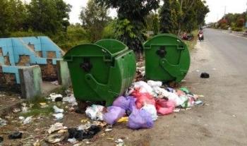 Kondisi sampah di jalan WA Duha Komplek perkantoran Pulang Pisau.