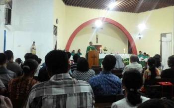 Kegiatan misa umat Katholik di hari Minggu.