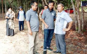 Bupati - PWI Seruyan Kunjungi Lokasi Wisata Danau Seluluk