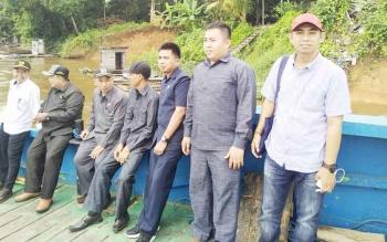 Beberapa anggota DPRD Barito Utara saat di perjalanan untuk melakukan reses atau kunjungan kerja
