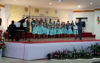 Tim paduan suara anak kontingen Kabupaten Gunung Mas saat tampil di GPU Lantang Torang Nanga Bulik, Kabupaten Lamandau, Senin (18/9/2017) siang