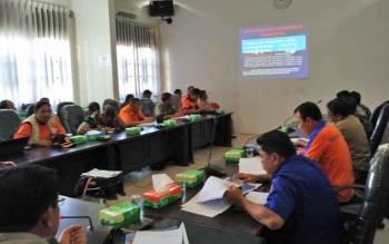 Sejumlah tim Satuan Tugas Kebakaran Hutan dan Lahan Kotim saat rapat evaluasi di Pemda Kotim, Selasa (19/9/2017).